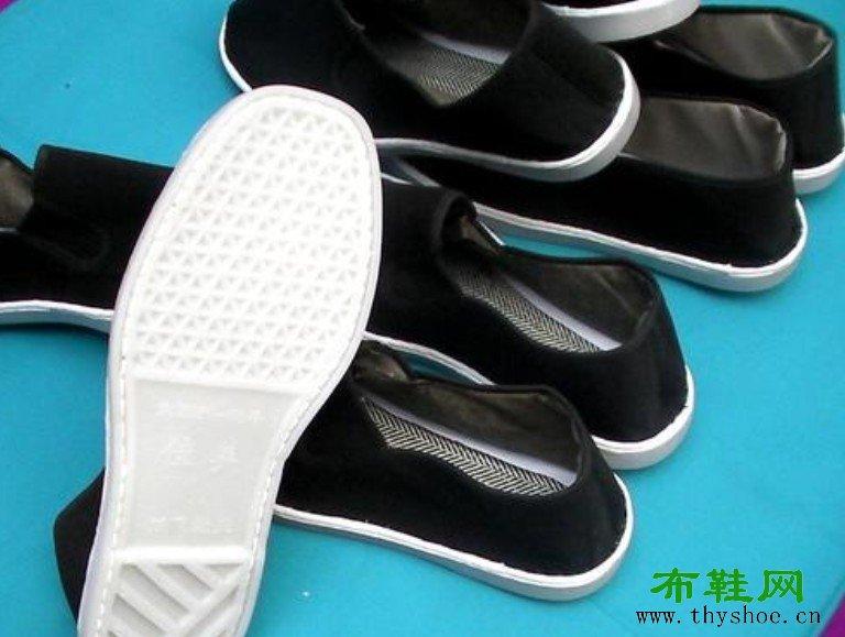 """塑料底布鞋又称为""""懒汉鞋"""",各地还有""""白板鞋、""""白边儿懒"""""""